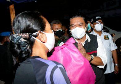 Sekda Al Muktabar Bersama Forkopimda Provinsi Banten Patroli Bagikan Paket Bansos