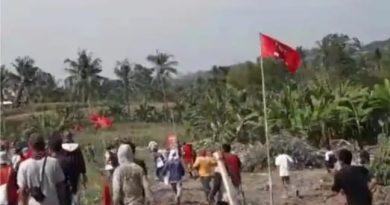 Diduga Saling Klaim Lahan, Ratusan Warga Desa Karangsari, Ketapang, Lampung Selatan Bentrok Dengan Ormas